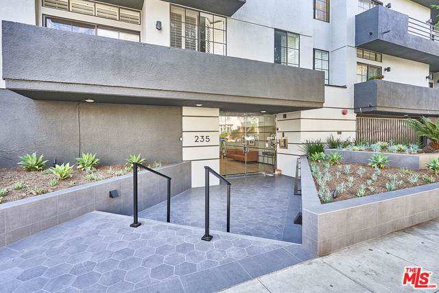 235 S Reeves Drive #204, Beverly Hills, CA 90212 (#19519774) :: DSCVR Properties - Keller Williams