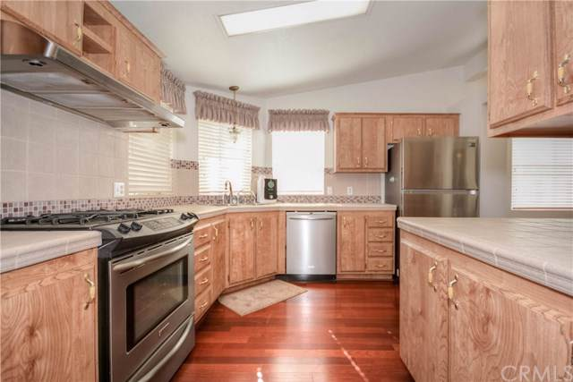 10323 Evergreen Road, Pinon Hills, CA 92372 (#PW19240798) :: Provident Real Estate