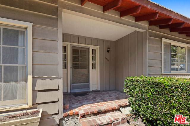 3411 Merrimac Road, Los Angeles (City), CA 90049 (#19520148) :: Veléz & Associates