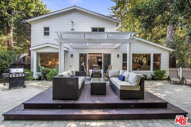 1514 Willow Drive, Topanga, CA 90290 (#19521256) :: Rogers Realty Group/Berkshire Hathaway HomeServices California Properties