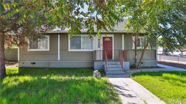 423 W Latham Avenue, Hemet, CA 92543 (#EV19228244) :: DSCVR Properties - Keller Williams