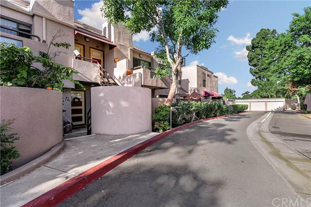 25761 Le Parc #75, Lake Forest, CA 92630 (#PW19244754) :: That Brooke Chik Real Estate