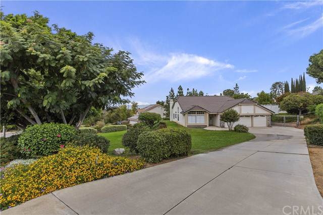 10800 Orchard View Lane, Riverside, CA 92503 (#IV19245236) :: DSCVR Properties - Keller Williams