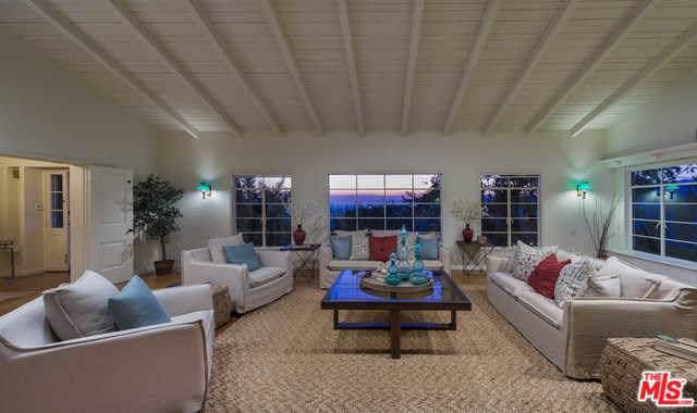 2287 Ronda Vista Drive, Los Angeles (City), CA 90027 (#19521460) :: Rogers Realty Group/Berkshire Hathaway HomeServices California Properties