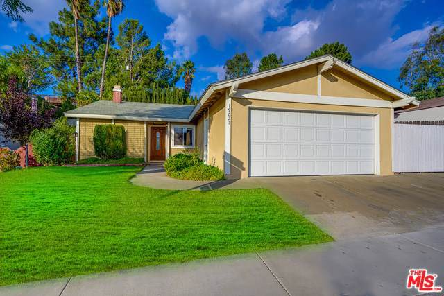 19621 Steinway Street, Canyon Country, CA 91351 (#19521774) :: The Brad Korb Real Estate Group