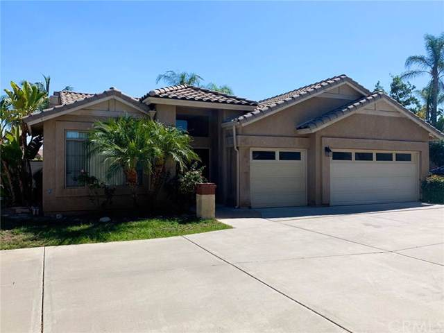 1044 E Chase Drive, Corona, CA 92881 (#PW19246275) :: The DeBonis Team