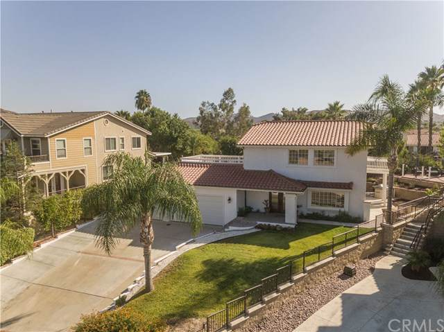 22511 Cascade Drive, Canyon Lake, CA 92587 (#SW19246138) :: Harmon Homes, Inc.
