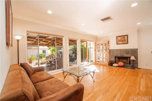 7124 Lasaine Avenue, Lake Balboa, CA 91406 (#SR19246351) :: The Marelly Group | Compass