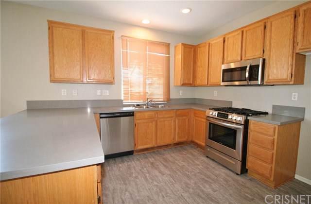 2313 E Newgrove Street, Lancaster, CA 93535 (#SR19246886) :: Doherty Real Estate Group