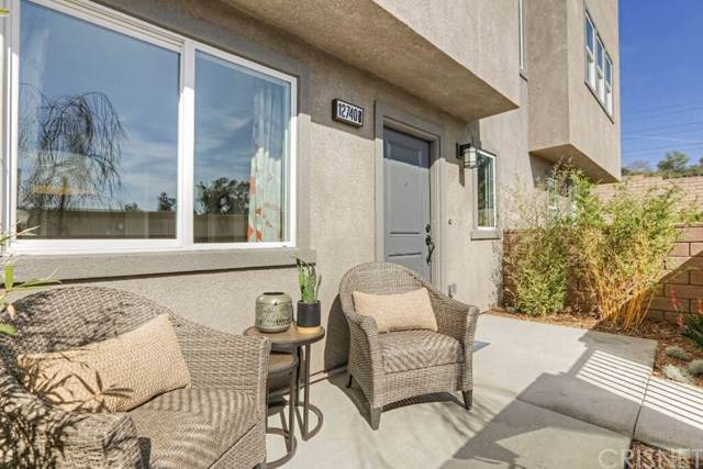 12831 Watt Lane D, Sylmar, CA 91342 (#SR19247075) :: The Miller Group