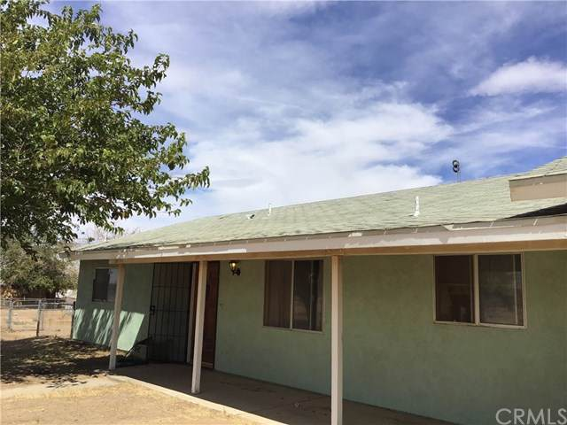 8235 Oakwood Avenue, Apple Valley, CA 92345 (#TR19247176) :: Keller Williams Realty, LA Harbor