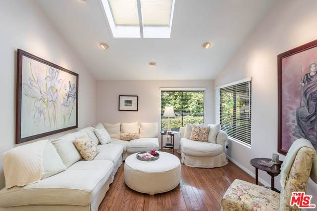4906 Saint Louis Court, Culver City, CA 90230 (#19522302) :: Rogers Realty Group/Berkshire Hathaway HomeServices California Properties