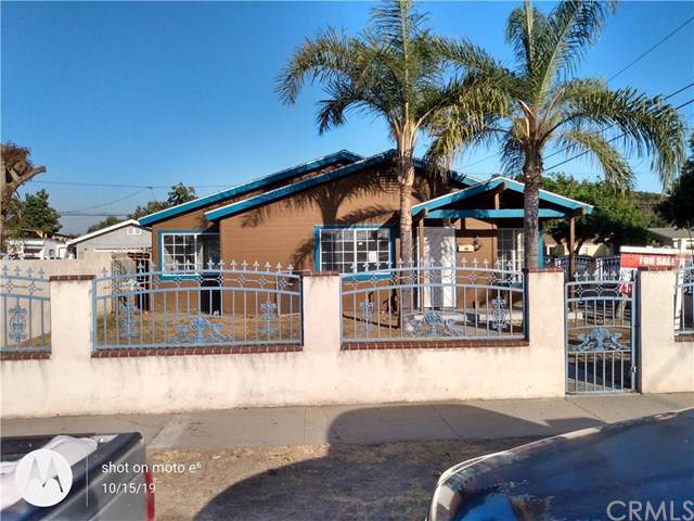 1613 S Diamond Street, Santa Ana, CA 92704 (#PW19247416) :: The Marelly Group | Compass