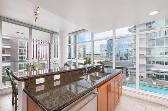 411 W Seaside Way #306, Long Beach, CA 90802 (#PW19247725) :: The Marelly Group | Compass