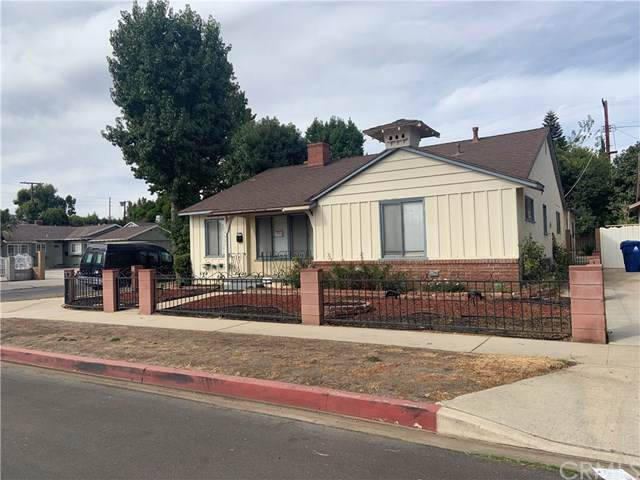 14027 Wyandotte Street, Van Nuys, CA 91405 (#CV19248748) :: Rogers Realty Group/Berkshire Hathaway HomeServices California Properties
