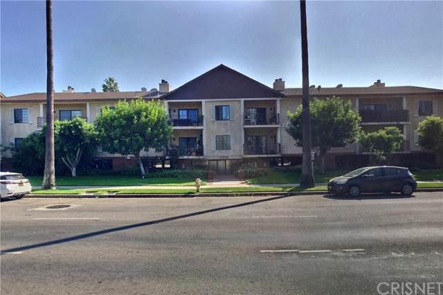 17522 Sherman Way #207, Lake Balboa, CA 91406 (#SR19247586) :: Sperry Residential Group