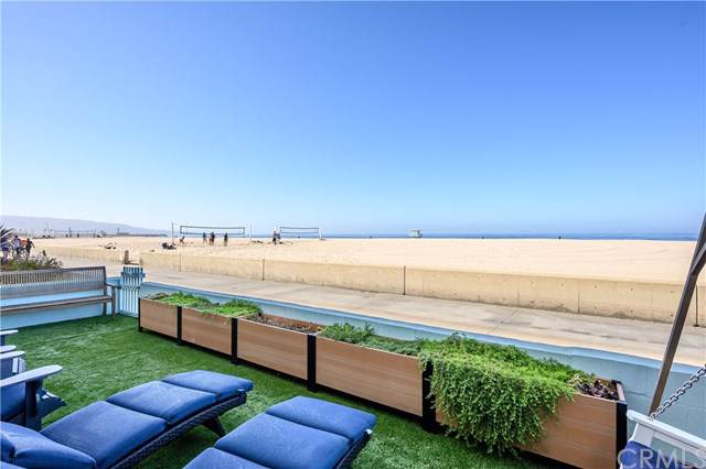 528 The Strand, Hermosa Beach, CA 90254 (#SB19254929) :: The Miller Group