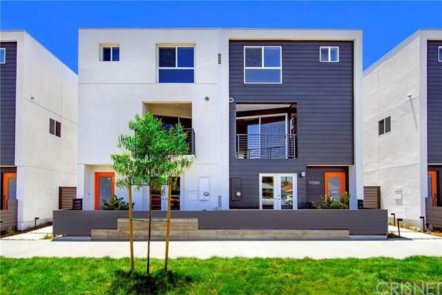 11590 Riverside Drive, Valley Village, CA 91602 (#SR19257218) :: A|G Amaya Group Real Estate