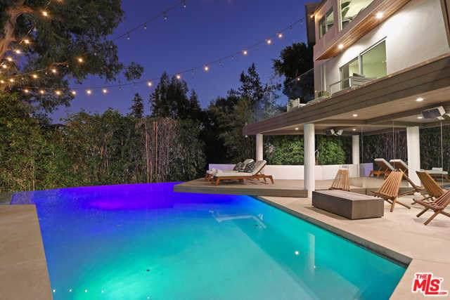 3391 Ledgewood Drive, Los Angeles (City), CA 90068 (#19526768) :: J1 Realty Group