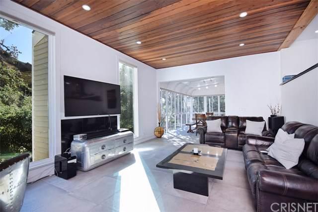 380 Box Canyon Road, Chatsworth, CA 91311 (#SR19258164) :: RE/MAX Parkside Real Estate