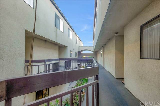 1247 E Wilson Avenue #12, Glendale, CA 91206 (#OC19254862) :: The Brad Korb Real Estate Group