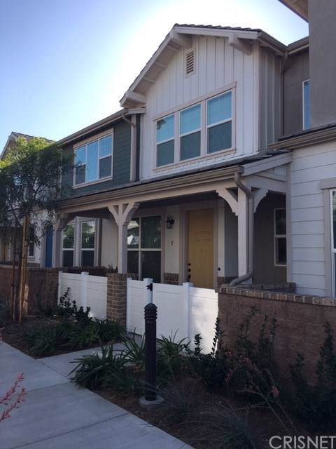 139 Farmhouse Drive #5, Simi Valley, CA 93065 (#SR19259072) :: Z Team OC Real Estate