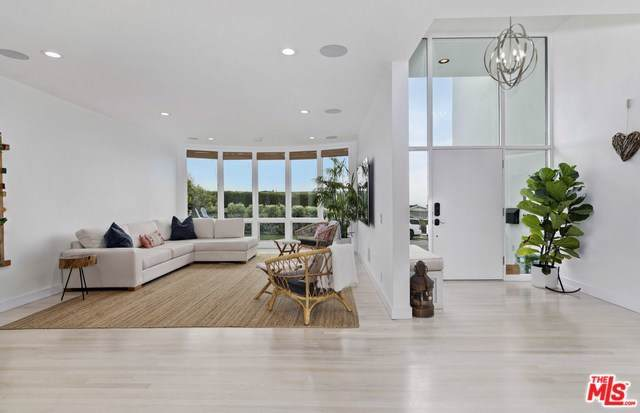 3609 Seahorn Drive, Pacific Palisades, CA 90265 (#19527768) :: J1 Realty Group