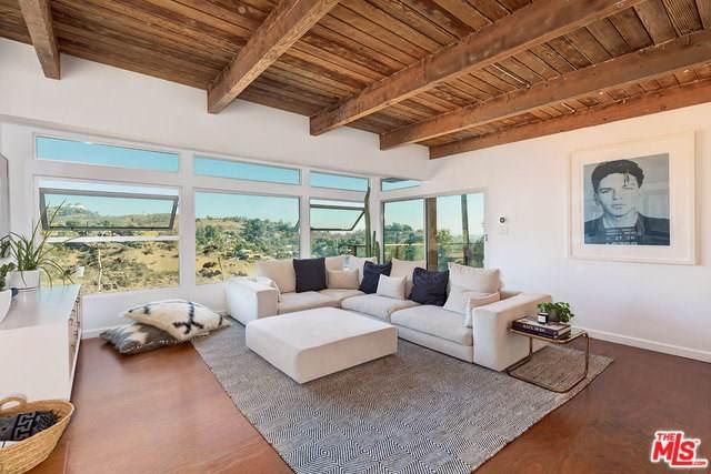 2842 Hollyridge Drive, Los Angeles (City), CA 90068 (#19527654) :: Z Team OC Real Estate