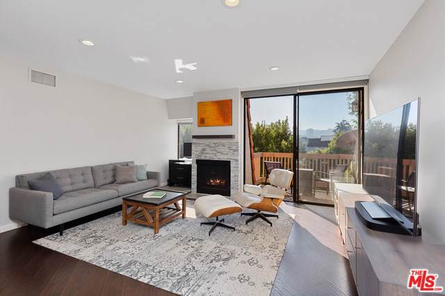10470 Riverside Drive #304, Toluca Lake, CA 91602 (#19526792) :: A|G Amaya Group Real Estate