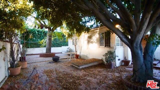 2223 San Marco Drive, Los Angeles (City), CA 90068 (#19528200) :: J1 Realty Group