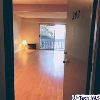 18620 Hatteras Street #203, Tarzana, CA 91356 (#319004465) :: J1 Realty Group