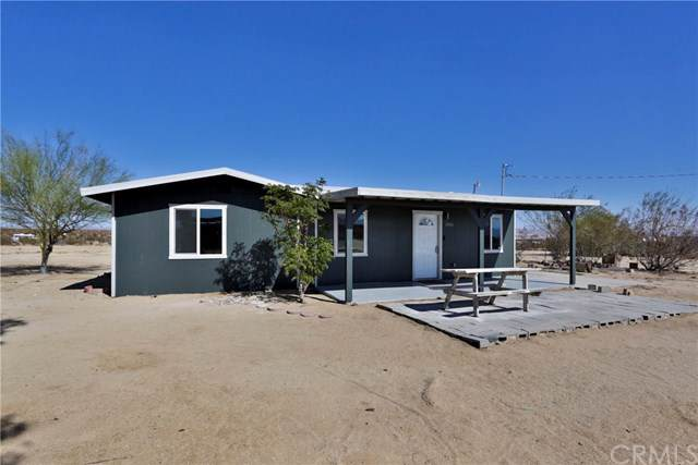 65006 Giant Rock Road, Joshua Tree, CA 92252 (#JT19256231) :: Go Gabby