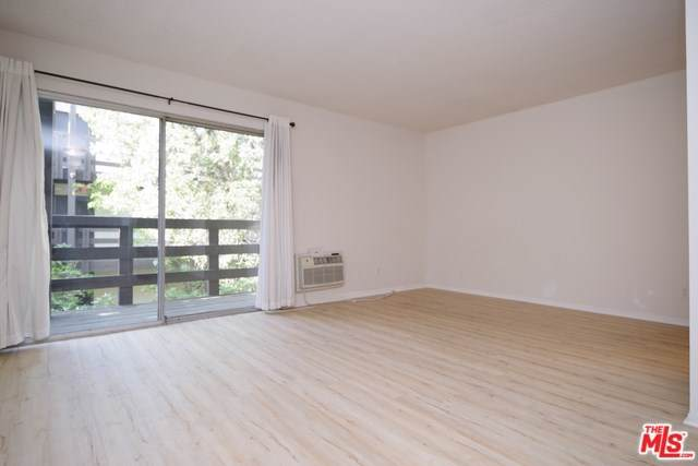 320 S Ardmore Avenue #221, Los Angeles (City), CA 90020 (#19529010) :: Veléz & Associates
