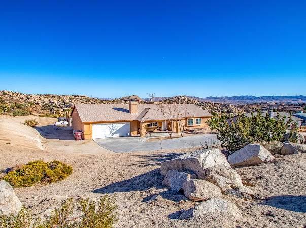 5729 Buena Suerte Road, Yucca Valley, CA 92284 (#219033633PS) :: RE/MAX Empire Properties