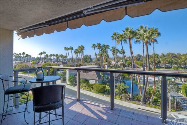 25 Ocean Vis #24, Newport Beach, CA 92660 (#SB19262580) :: Doherty Real Estate Group