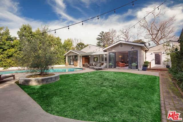 4817 Carpenter Avenue, Valley Village, CA 91607 (#19529104) :: A|G Amaya Group Real Estate
