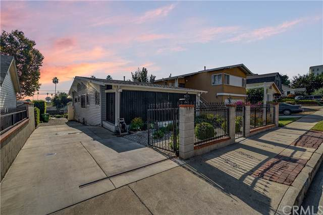3526 W. 27th Street, Los Angeles (City), CA 90018 (#WS19256126) :: The Miller Group