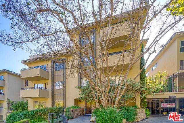 6744 Hillpark Drive #406, Los Angeles (City), CA 90068 (#19529278) :: The Miller Group