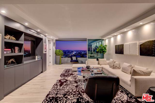 1100 Alta Loma Road #805, West Hollywood, CA 90069 (#19529252) :: Powerhouse Real Estate