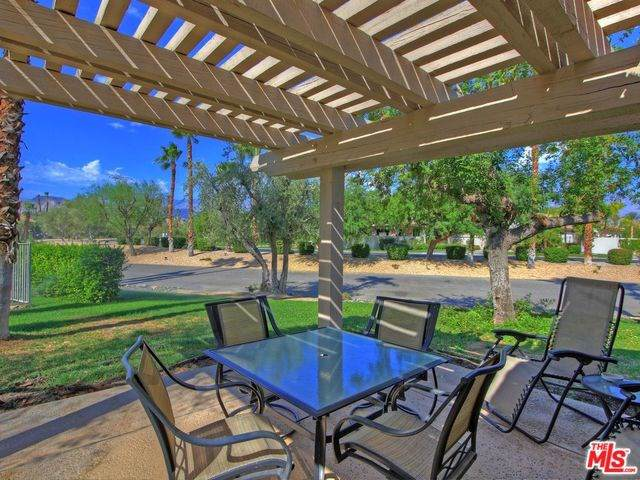 305 Forest Hills Drive, Rancho Mirage, CA 92270 (#19528132) :: RE/MAX Empire Properties
