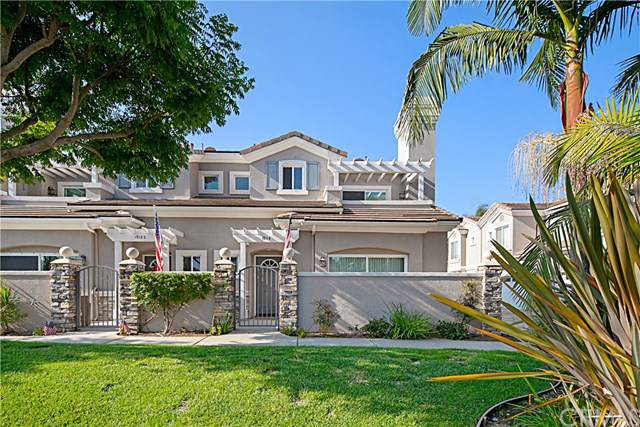 19116 Cole Lane, Huntington Beach, CA 92648 (#OC19264150) :: Twiss Realty