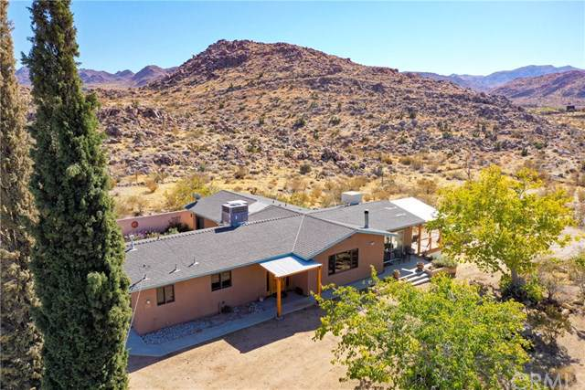 8575 Lobo Pass Road, Joshua Tree, CA 92252 (#JT19263053) :: Berkshire Hathaway Home Services California Properties