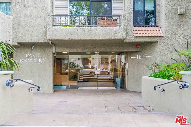 1506 S Bentley Avenue #311, Los Angeles (City), CA 90025 (#19530086) :: A|G Amaya Group Real Estate