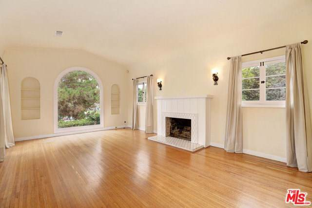 10603 Rochester Avenue, Los Angeles (City), CA 90024 (#19529792) :: A|G Amaya Group Real Estate