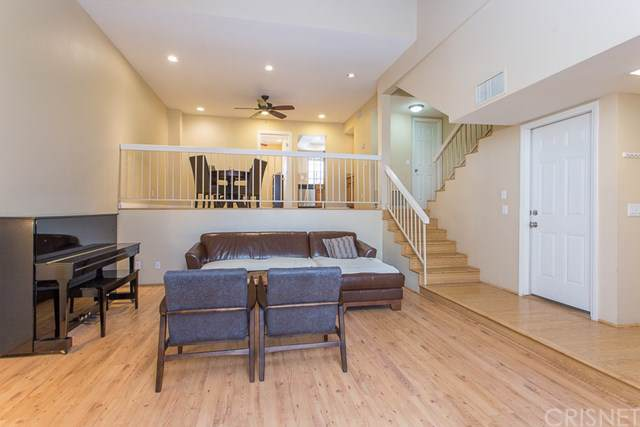 18444 Lemarsh Street #40, Northridge, CA 91325 (#SR19264396) :: California Realty Experts