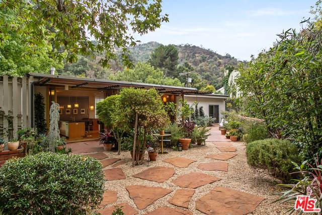 9617 Yoakum Drive, Beverly Hills, CA 90210 (#19530270) :: Powerhouse Real Estate