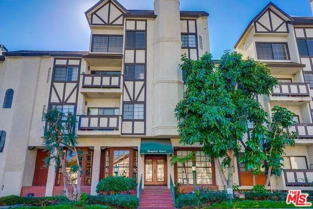 17914 Magnolia #217, Encino, CA 91316 (#19529888) :: Fred Sed Group