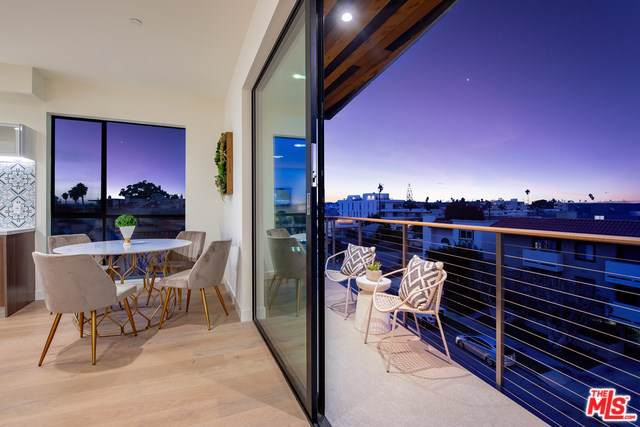 3981 Moore Street #402, Mar Vista, CA 90066 (#19530226) :: The Marelly Group | Compass