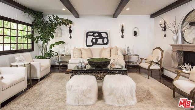2862 Nichols Canyon Road, Los Angeles (City), CA 90046 (#19530436) :: Mainstreet Realtors®