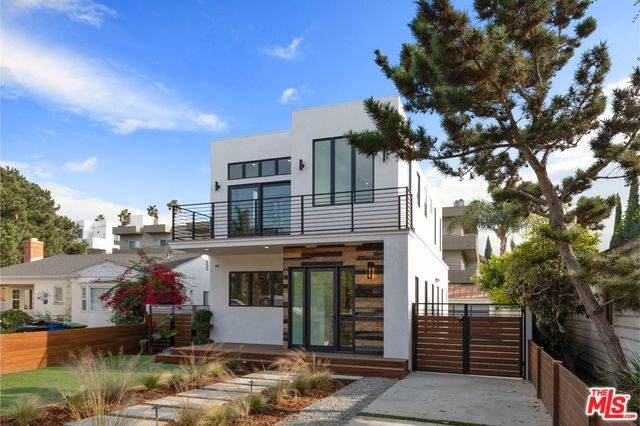 11230 Pickford Street, Los Angeles (City), CA 90064 (#19530038) :: The Brad Korb Real Estate Group